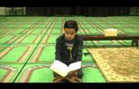 Un Niño Hispano Memorizando el coran.