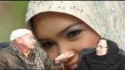 Una Mujer Creyente Aconseja las Chicas de Usar El pañuelo.